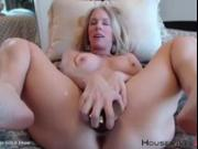 Queen of queef blond mommy Justy fucks a meaty pussy