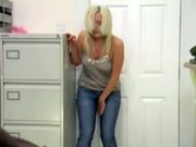 Hot blond pees in her tight jeans