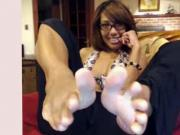 Hot mature ebony has suckable toes