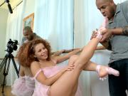 Latina Ballerina gives sexy foot tug