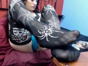 Teen alf chick in spider stockings uses toes to tease