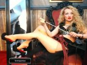 Femme Jambes in expensive high heel pumps