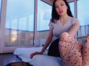 Gorgeous Italian model enjoys wearing sexy nylon stockings on her feet