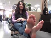 Barefoot toe wrinking cutie at hair salon