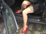 Red peeptoe heels, pedal pumping and stocking flash from car
