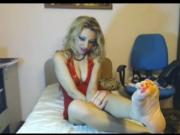 Toe squeezing leggy webcam blondie