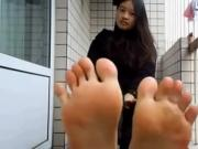 Indonesian teen showing her sexy soles on balcony