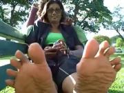 Yasmin spreads toes in public