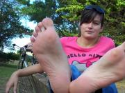 Long soles barefoot in park