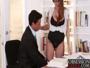 Hottie takes it deep on the office desk