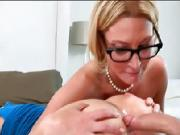 MILF Jennifer Best hot threesome session